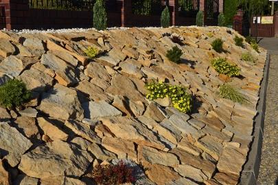 Kamień naturalny dzikówka piaskowiec na murki w ogrodzie łupek