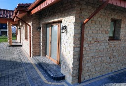 kamień naturalny na ściany ścianę domu  budynku parterowego w stylu włoskim angielski