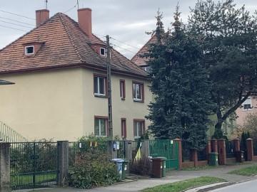 Poniemiecki dom wolnostojący do remontu, Wojszyce - Krzyki.