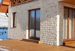 Elewacja domu z kamienia domy w kamieniu ściany z płytek ze starej cegły