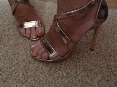 (40) Wytworne sandałki wieczorowe/ szpilki z Londynu/ różowe złoto/ NOWE-1