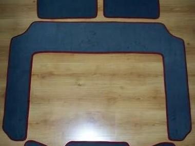 Dodge Caravan III od 2001 r. 3 rzędy najwyższej jakości dywaniki samochodowe z grubego weluru z gumą od spodu, dedykowane Dodge Caravan-1