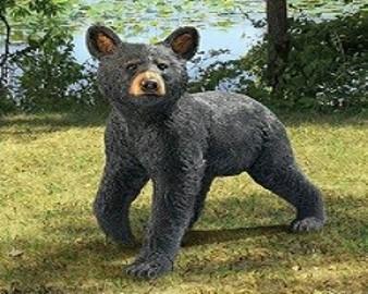 niedźwiadek w ogrodzie