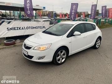 Opel Astra J BEZWYPADKOWY jeden właściciel TUV do 02 2021 r.