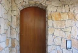 Elewacje z kamienia na domu parterowym