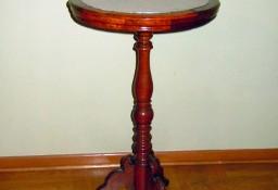 Podręczny stolik z kamiennym okrągłym blatem
