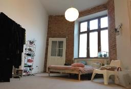 Śródmieście: Mieszkanie w kamienicy z małym ogródkiem oraz garażem