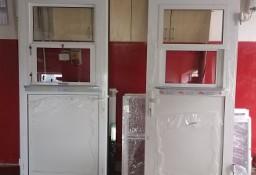 Drzwi aluminiowe z oknem podawczym i parapetem do kuchni restauracji baru