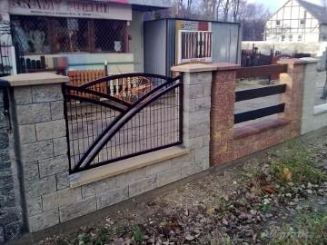 Ogrodzenia z betonu łupanego