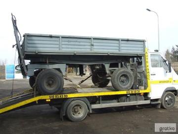 Transport lawetą beczkowozów maszyn rolniczych Siennica