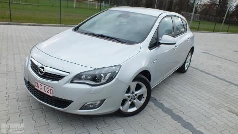 Opel Astra J bezwypadkowy zadbany opłacony gw do 12 m. KSENON