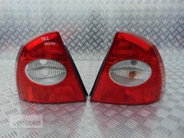 FORD FOCUS MK2 LAMPA TYLNA LEWA PRAWA SEDAN 04-08