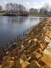 Zabezpieczenie skarpy umocnienia brzegu stawu  jak zabezpieczyć brzeg przed osuwaniem