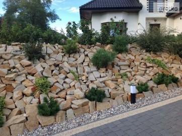 Kamień ogrodowy do ogrodu płaski na skalniaki piaskowiec skarpy naturalny płaski dzikówka