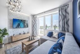 Przestronne 2 pokoje z osobną kuchnią i balkonem. Nowe: meble, AGD, TV
