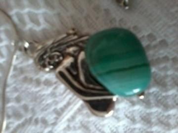 naszyjnik z zielonym oczkiem