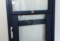 Okno aluminiowe podawcze podnoszone do góry do kuchni stołówki baru lokalu biura