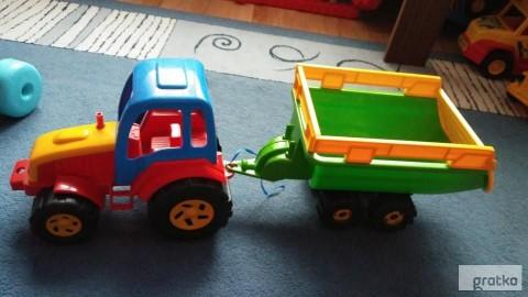 ciągnik z przyczepą traktor