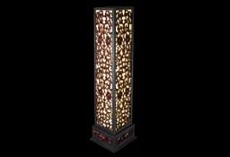 Niezwykła lampa stojąca z motywami orientalnymi