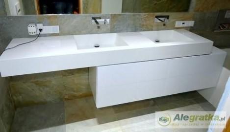Wyposażenie łazienek . Ekskluzywne umywalki na wymiar z blatem CORIAN