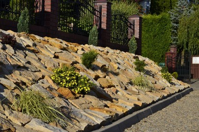 Kamień dekoracyjny płaski ogrodowy na skalniak skarpy osuwiska ogród piaskowiec żółty