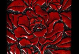 Dekoracyjna płytka ceramiczna pokryta czerwoną laką z wypukłym wzorem lotosu