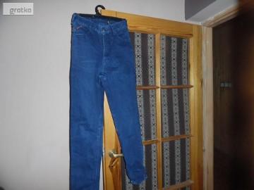 spodnie firmy Jeans Cross
