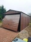 Garaż blaszany drewnopodobny 3x5m z dachem dwuspadowym i bramą uchylną