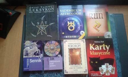Tarot, runy, horoskop, magia, znaki zodiaku, sennik) książki i karty