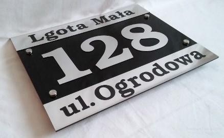 Tabliczka adresowa z nazwą miejscowości i nazwą ulicy, numer 3D. Numer na dom. Wysyłka