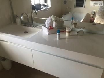 Umywalki na wymiar - nowoczesne wyposażenie łazienek z Corianu LUXUM