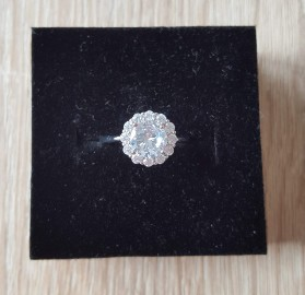 Nowy pierścionek srebrny kolor jak kwiat kwiatek cyrkonie