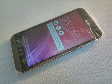 Telefon ASUS z 4GB RAM, dobry aparat z zoomem, Android, 64GB pamięć-1