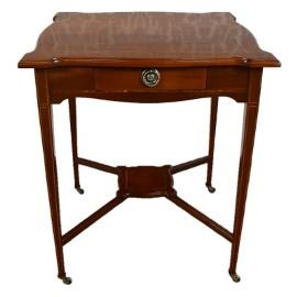 Kwadratowy stolik styl edwardiański mahoń politura żyłkowany