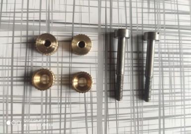 Śruba do okładek rewolweru czarnoprochowego remington