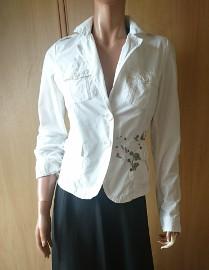 Biały żakiet damski