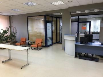 Lokal biurowy z wyposażeniem i klimatyzacją - NOWA CENA  ! - wyższy standard -super lokalizacja - duże parkingi -  35 zł / m 2