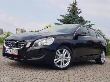 Volvo V60 I 2.0 D3 136 kM Momentum Navi Perła VAT 23%